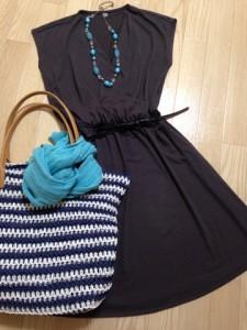 ブルーベースが得意なターコイズブルーのネックレスやスカーフに切り替えれば、夏・冬タイプもOK!