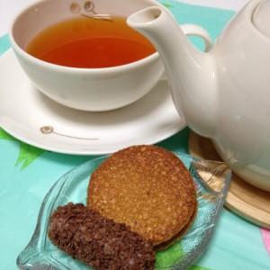 ルイボスティーと東京土産のクッキー