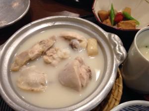 お昼から水炊き鍋。お肉もボリュームあり!