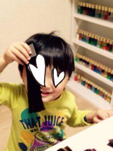 髪色をチェックするサンプルを当てて「似合う~?」って。可愛すぎるぞ!